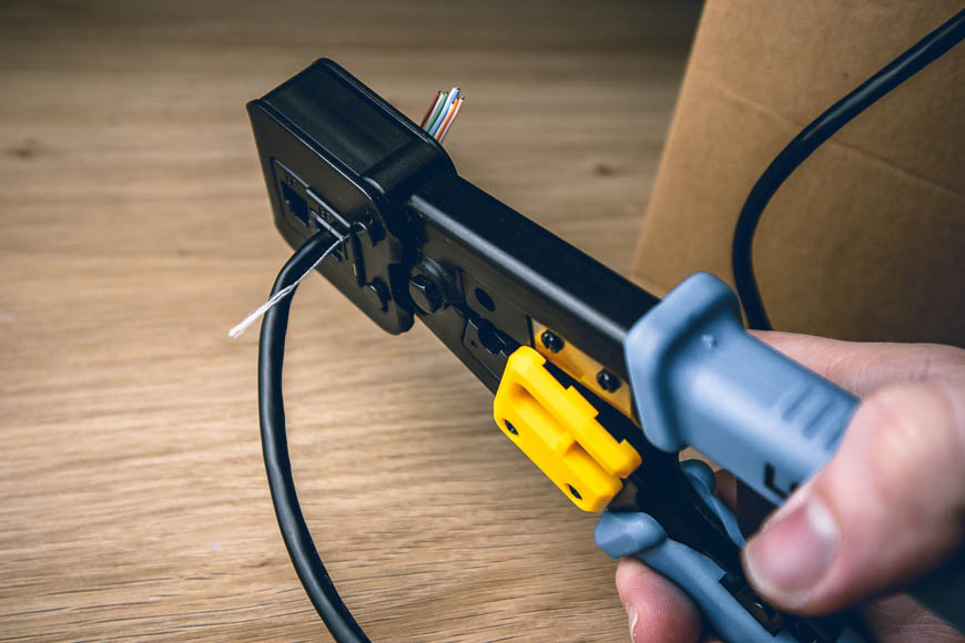 Crimping RJ45 jacks on an Ethernet cable