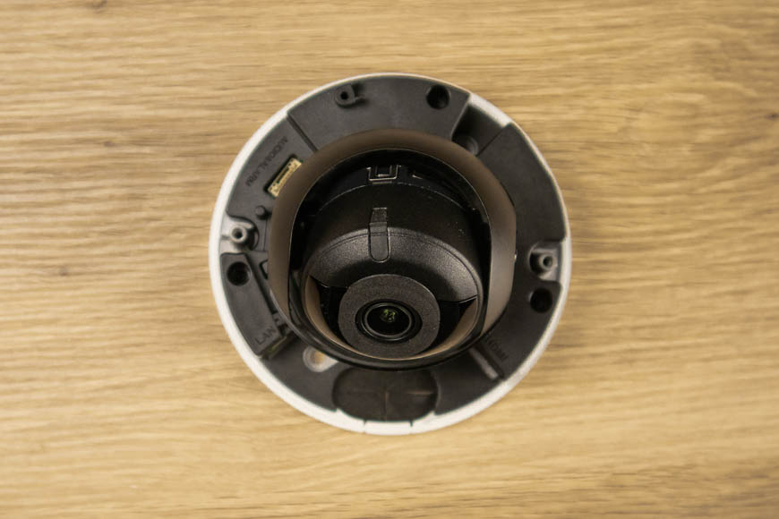 Underneath the dome of the HDMI security camera. Here you can find all the input and output connections, such as the security camera's HDMI output connection